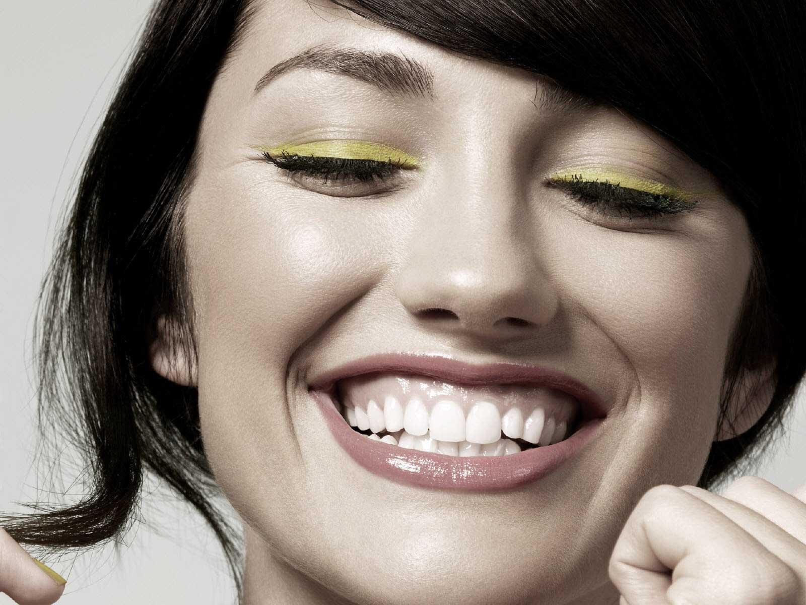 01_IMG_smile_woman
